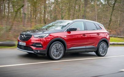 No sign of emergency: Opel Grandland X now drives with blue light